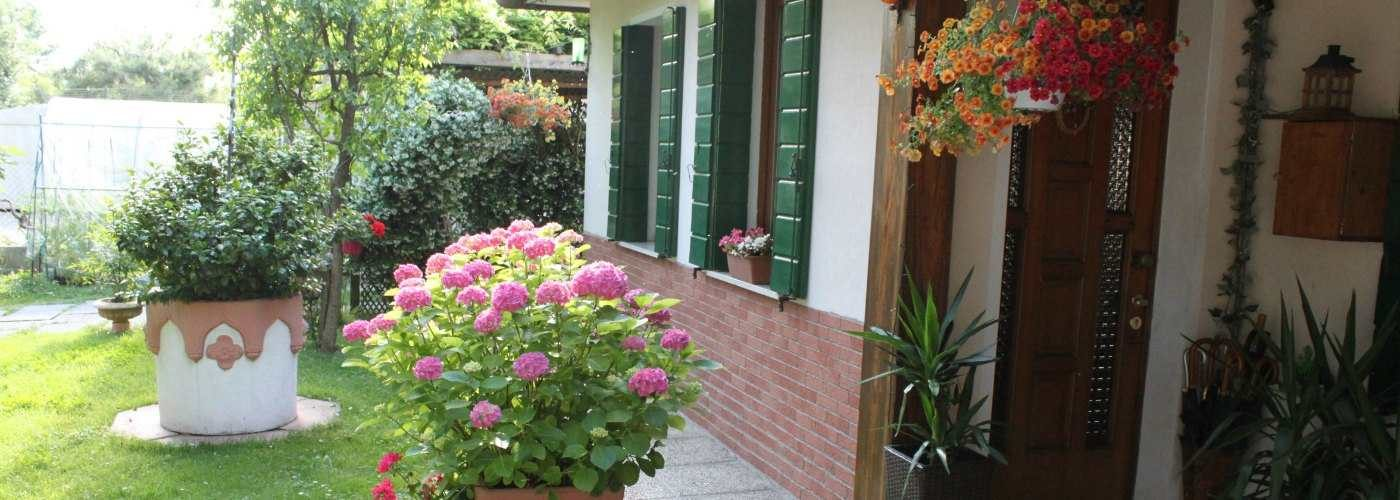 Venice Holiday Home with garden